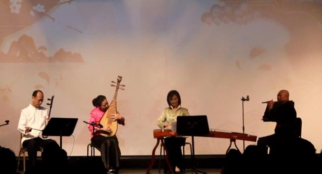 中佛州的音樂名家以中華樂器四重奏,表演中西名曲,左起二胡楊瑞、琵琶楊劍萍、古箏吳珞及笛子唐長魁。 (何珥琳提供)
