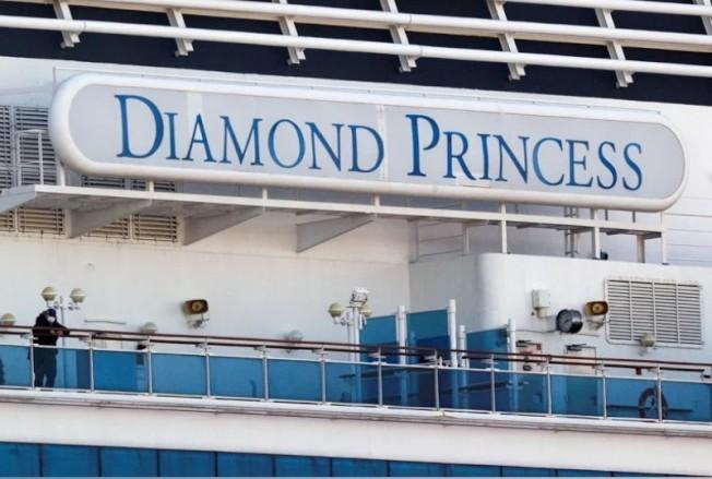 日本政府厚生勞動省今(15日)表示,爆發新冠肺炎群聚感染的鑽石公主號遊輪,又新增67名確診病例。截至目前船上旅客與船組員已有285人確診。 路透
