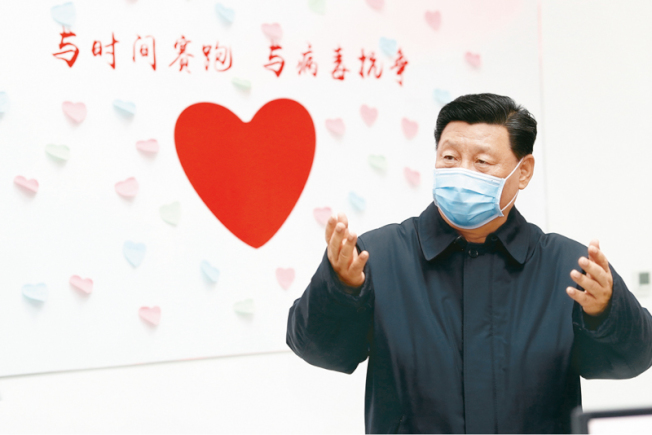 圖為中國國家主席習近平2月10日在北京市朝陽區疾病預防控制中心視察。(新華社)