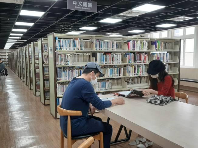 嘉義市文化局指出,新冠肺炎讓電子書的借閱率提升。圖/嘉義市府提供