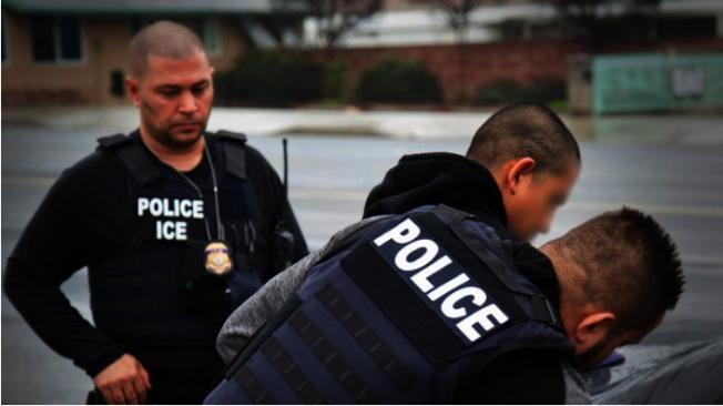 聯邦派出霹靂小組在庇護州執法,引起社區和地方警局反彈。(取自ICE官網)