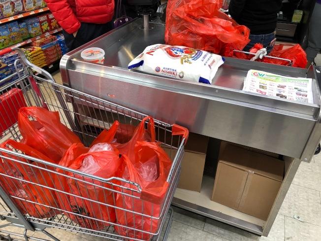 紐約從3月1日起將全面禁止使用一次性塑膠購物袋。(記者洪群超/攝影)
