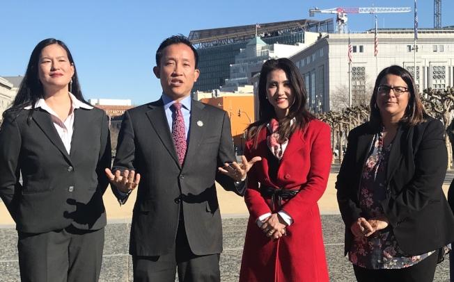 州眾議員邱信福(左二)為三名亞裔法官候選人背書,包括周柔安(左起)、李華平及興仁義。(記者李秀蘭/攝影)