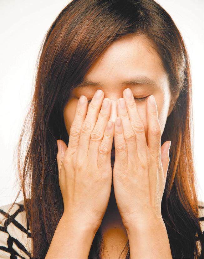 初期視網膜剝離症狀為飛蚊症,如又出現閃光,應盡快就醫。(本報資料照片)