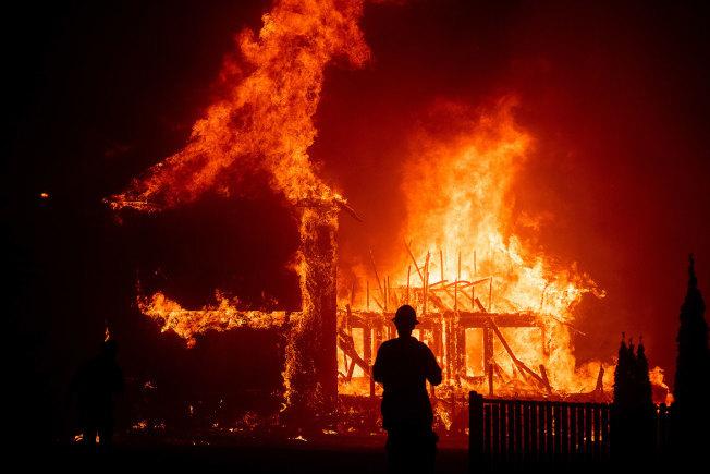2017年和2018年的災難性野火燒毀北加州大量房屋。(美聯社)