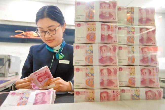 中國人民銀行要求各銀行收到的現金,必須消毒處理「封存」7到14天後,才能投放給客戶。(中新社資料照片)