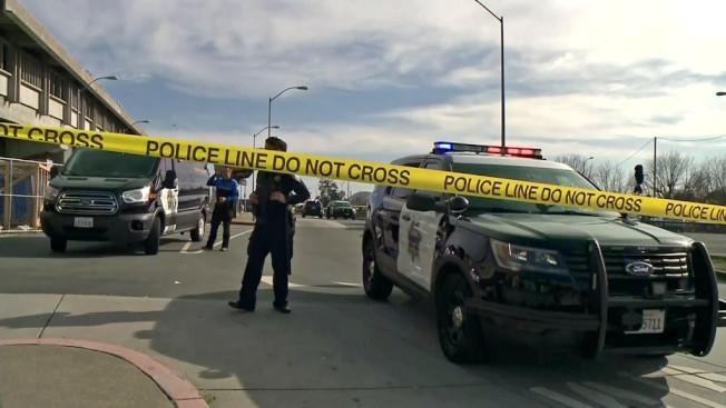 東灣艾爾賽利度(El Cerrito)捷運車站周六下午,發生一起警察槍擊嫌犯案,被擊中的嫌犯受了重傷,生命垂危。(電視新聞截圖)