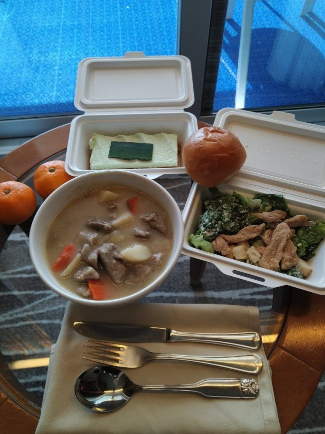 鑽石公主號上的隔離餐。圖/擷自twitter。
