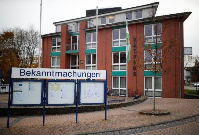 特斯拉的德國廠準備設在鄰近柏林的小鎮Gruenheide。圖為該鎮政府辦公樓。 路透
