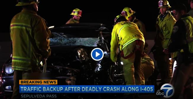 405公路逆行車禍,導致一死一傷。圖為事故現場。(取材自ABC7)