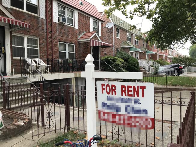 紐約州出台新指南,規定租房中介費不應由租客支付,但新規已被法官叫停。(記者朱蕾/攝影)