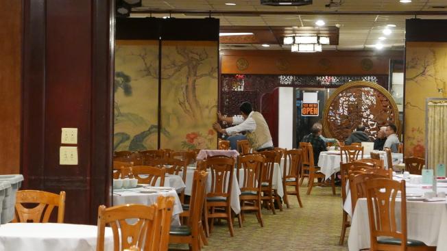 部分僑團取消春宴,華人餐館生意難做。(記者李雪/攝影)