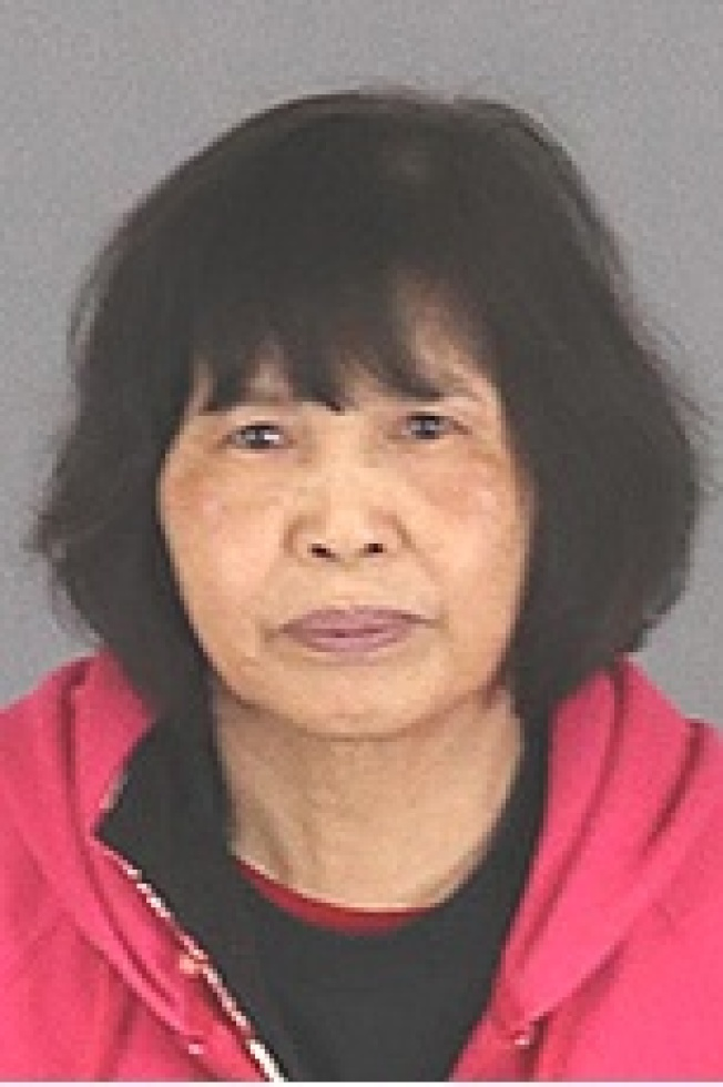 華裔嫌犯何玉珍,65歲,涉嫌非法種大麻被拘捕。(河濱縣警局提供)