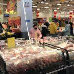 超市蔬果被摸來摸去 是否會沾上病毒?醫生這樣說