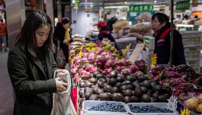 酪梨果皮厚度可以防止農藥污染,因此不需購買有機產品。(Getty Images)
