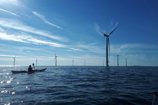 墨菲大力提倡風能發電,以防氣候變化威脅澤西海岸。(Windeurope.org)
