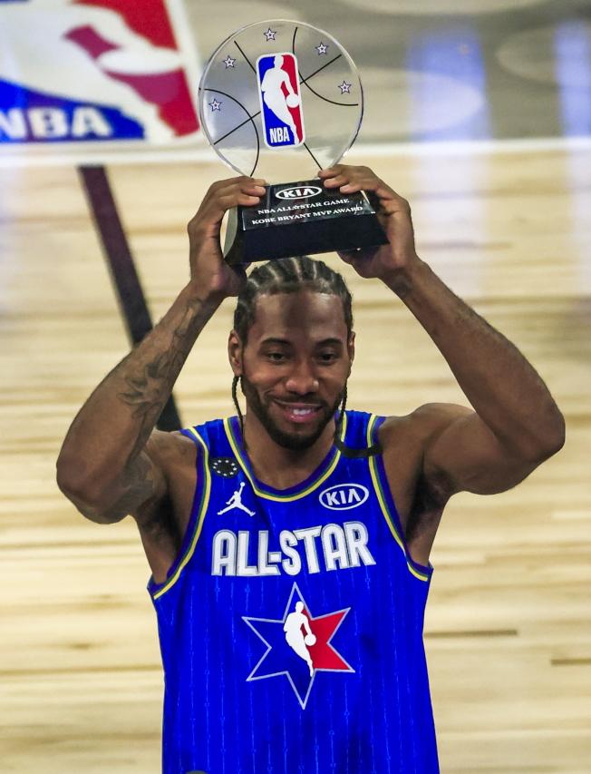轟下全場最佳30分的雷納德,榮膺首屆布萊恩特MVP。(歐新社)