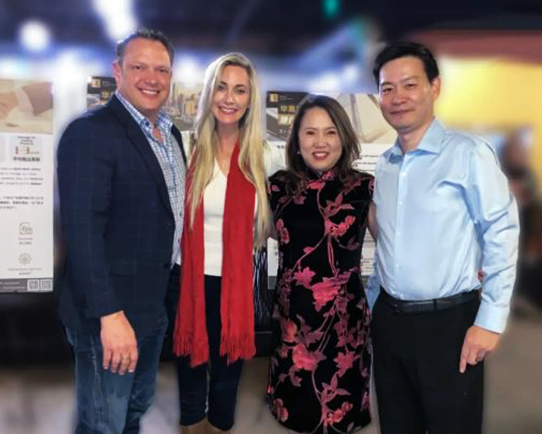袁琳(右二)與Lonestar Development Partners代表Chris Kopacek合影。(華奧提供)