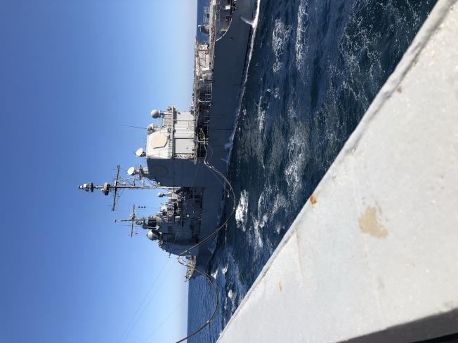 張舒淇曾經跟隨美國補給艦出海。(張舒淇提供)