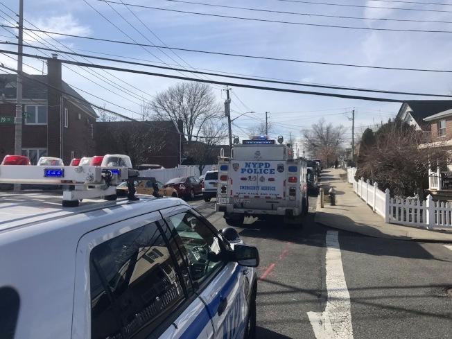警員自殺的民宅所在街區,17日被警方封鎖。(取自市議員霍頓推特)