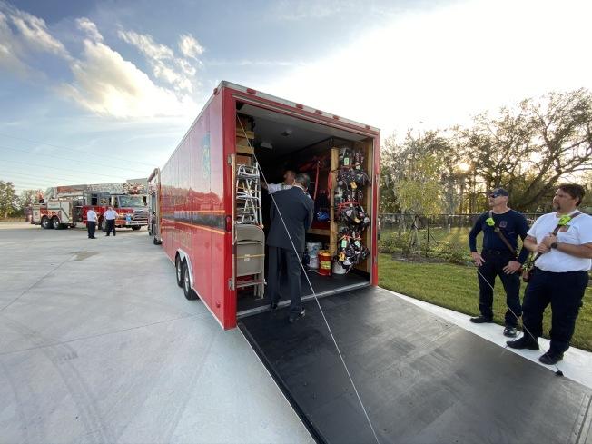 新北市消防局參訪團參訪歐夏拉郡消防訓練中心。(鄭鴻鈞提供)