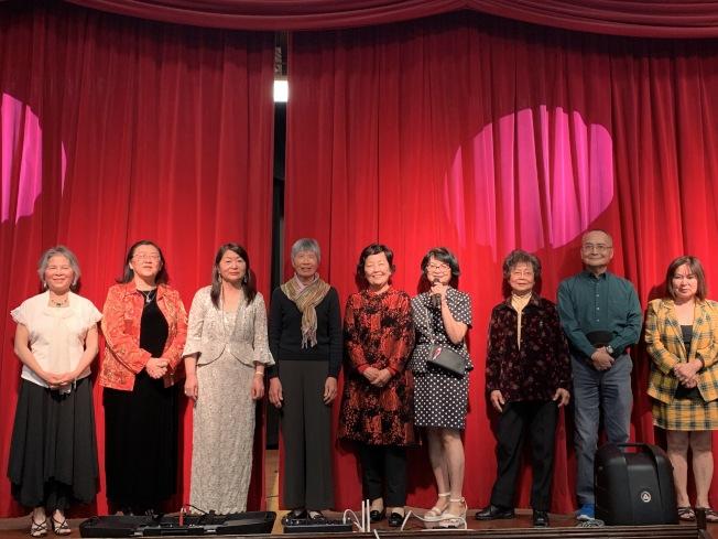 聖地牙哥台灣同鄉會日前在台灣中心慶祝農曆新年,並舉行新舊會長和理事團隊交接。圖為新舊理事合影。(記者陳良玨╱攝影)