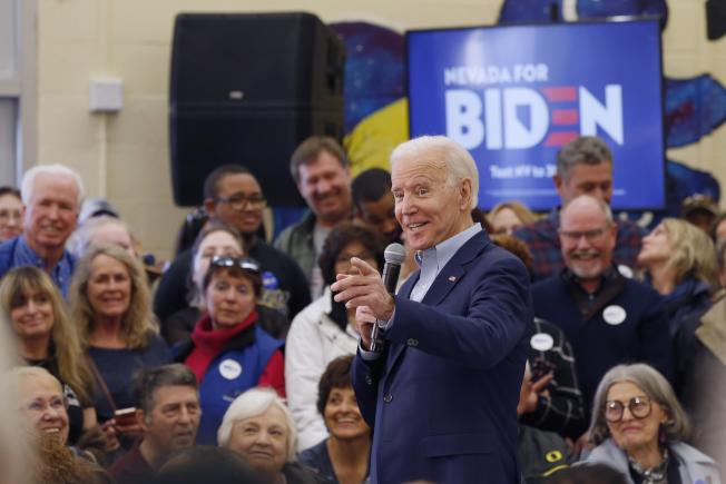 參選人白登17日在內華達州雷諾市拜票。立場政見溫和的白登選情下滑,令民主黨高層擔心。(美聯社)