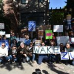 臉書用戶 查克柏格家門前示威
