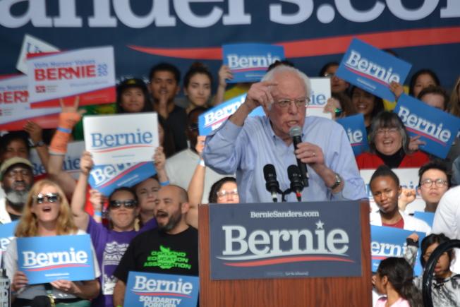 不用 在州內民意調查處於領先地位的民主黨總統候選人桑德斯(Bernie Sanders),17日來到東灣造勢,支持者頗多。(記者劉先進 /攝影)