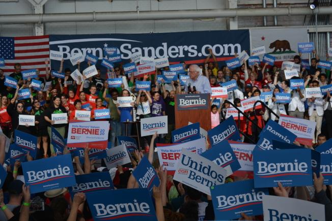 不用 在州內民意調查處於領先地位的民主黨總統候選人桑德斯(Bernie Sanders),17日來到東灣造勢。(記者劉先進 /攝影)