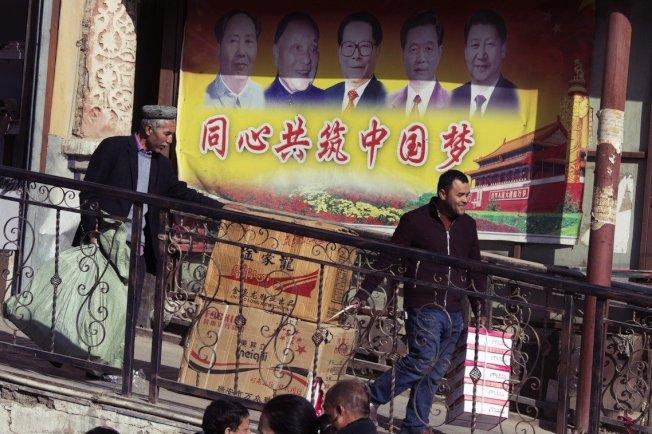 中國的「國家機器」絕對集體動員,「反恐維穩」亦可能是更大規模「民族思想改造工程」的其中一個發起口實而已,《華爾街日報》如此分析。(美聯社)