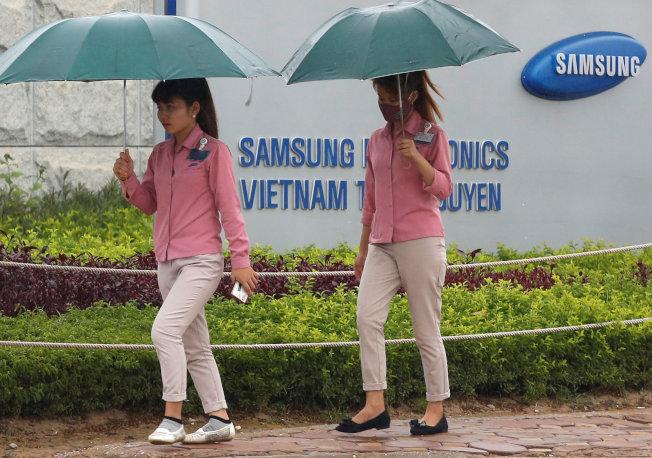 新冠肺炎疫情重創蘋果、小米等智慧手機大廠在中國的生產與銷售,而長年布局越南的南韓三星電子可望因此受惠。  路透