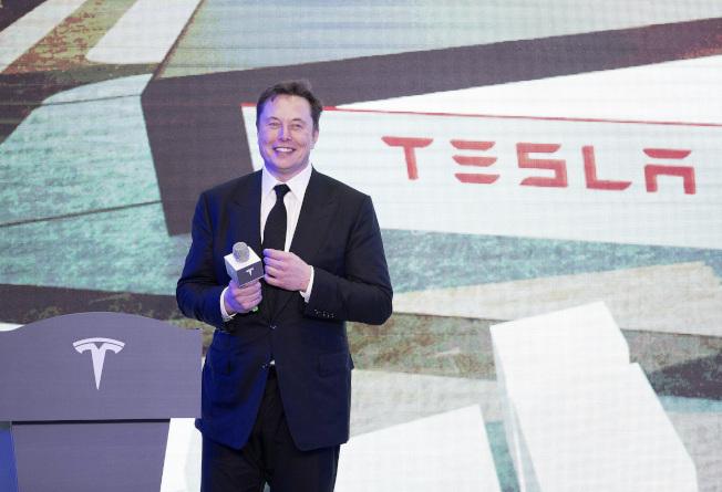 特斯拉(Tesla)傳與寧德時代洽談,特斯拉上海廠所產電動車可能採用寧德不含鈷的磷酸鋰鐵電池(LFP)電池。   美聯社