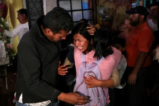 墨西哥一名女童日前遭人綁架撕票,家屬怒喊,政府沒有保護她。 路透