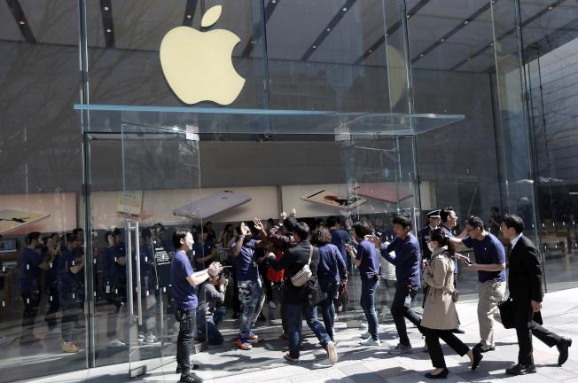 市場傳言蘋果將在3月底發表平價款手機iPhone SE 2。  美聯社