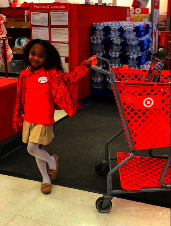 美國亞特蘭大市8歲女童布萊登.勞倫斯(Brayden Lawrence)在自己最熱愛的Target超市辦生日派對。取材自推特