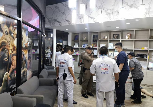 泰國曼谷市中心一處商場內的美容診所18日發生槍擊案,診所內一名女子死亡,一人受傷。美聯社