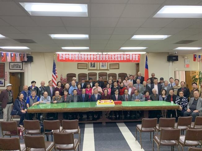 中華民國僑務委員會副委員長呂元榮18日拜會羅省中華會館。(記者高梓原/攝影)