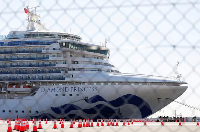 還留在鑽石公主號上的旅客今起陸續下船。  (路透)