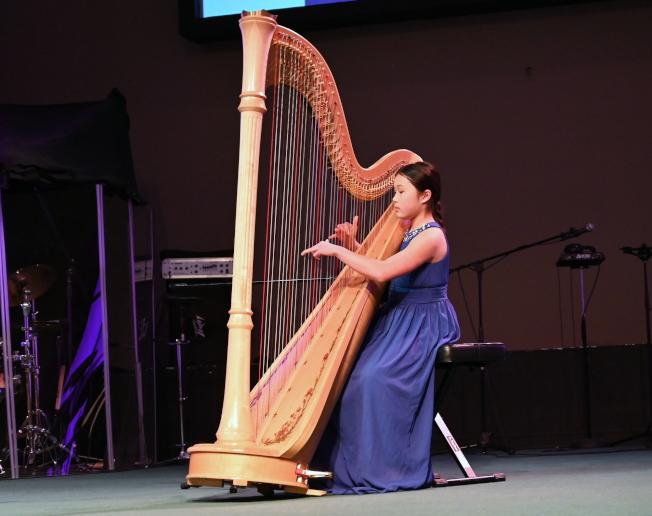 Annabelle Wang表演竪琴獨奏 。(記者王政賢/攝影)