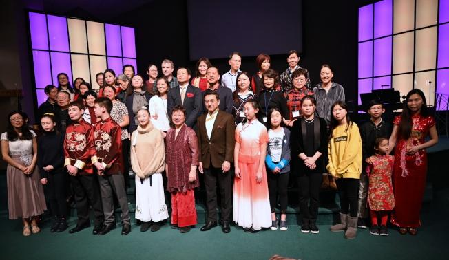 首屆南北卡達人秀復賽演職人員和部分觀眾合影。(記者王政賢/攝影)