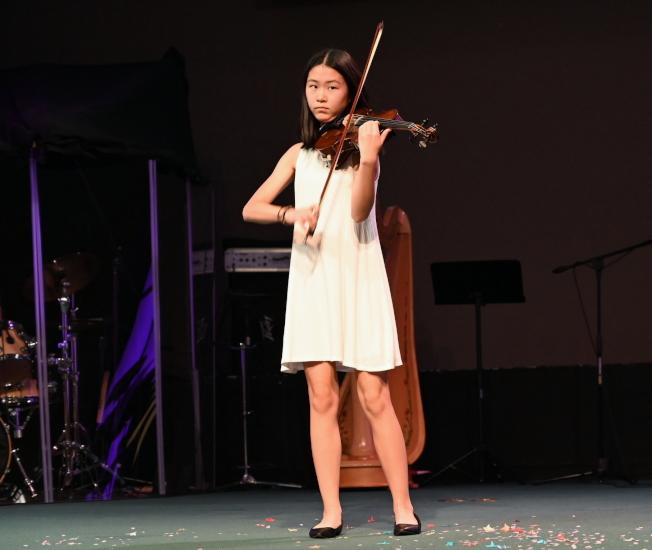 劉蕊嘉小提琴獨奏。(記者王政賢/攝影)