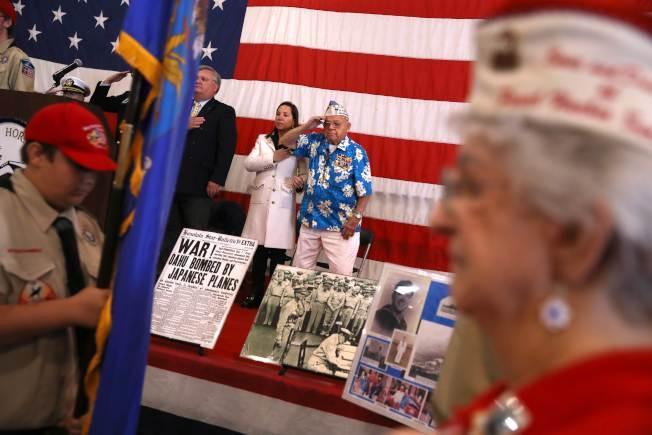 美國童子軍平時參與多項社會活動,圖為童子軍參加退伍軍人活動。(Getty Images)
