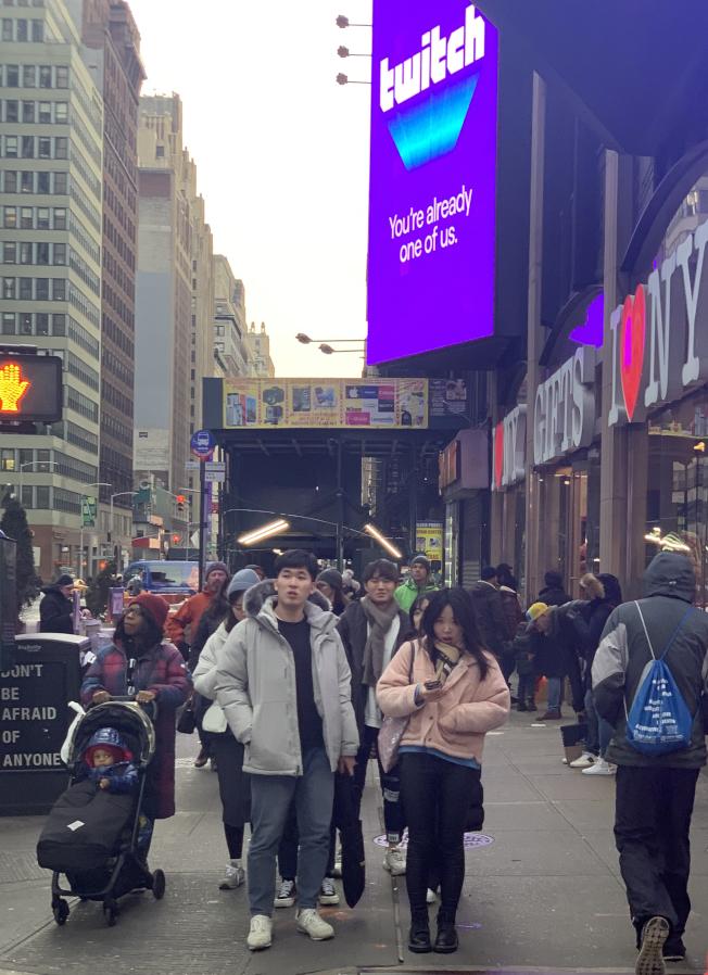 紐約市迄今沒有新冠肺炎確診病例,市民生活如常,圖為在曼哈頓中城的街頭,沒有民眾戴口罩。(記者曹健╱攝影)