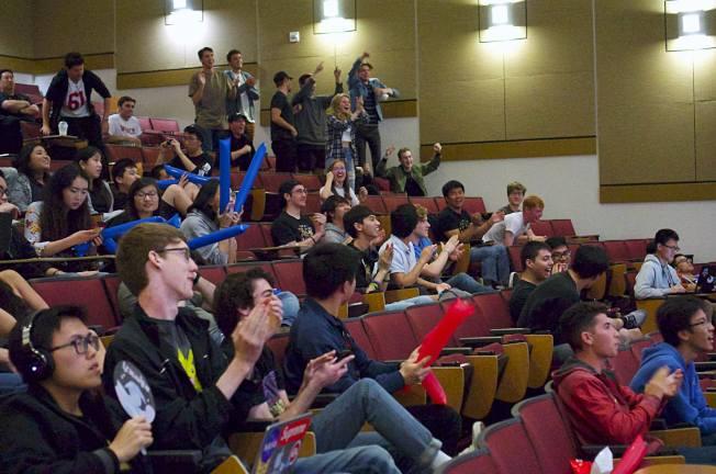 洛加大電競部舉行比賽,有諸多學生為其加油。(UCLA提供)