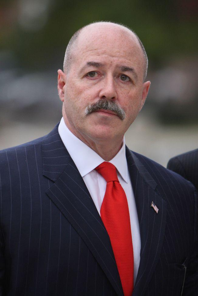 一度獲川普提名出任國土安全部長的前紐約市警察局長柯瑞克,獲得川普特赦。(美聯社)