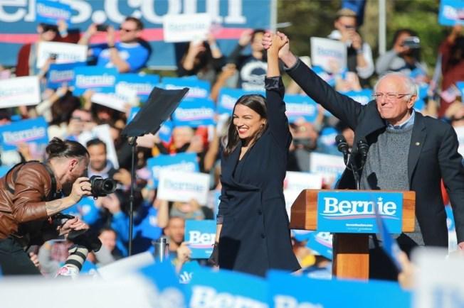 千禧世代國會眾議員歐凱秀是桑德斯的支持者;歐凱秀不但對西裔選民有吸引力,更是桑德斯年輕選票的吸票機。(Getty Images)
