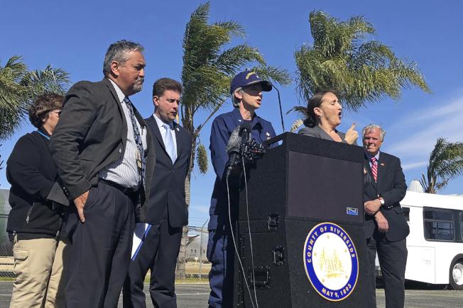 美國已有逾十起確證病例。圖為加州宣布從武漢撤回的人員沒有疑似病例,全部解禁。(美聯社)