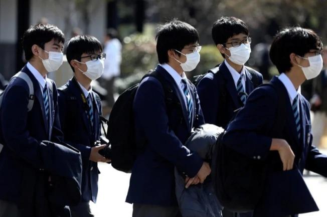 自從新冠肺炎疫情爆發以來,日本京都市內知名觀光勝地人潮銳減,嚴重打擊觀光業者生計。 路透