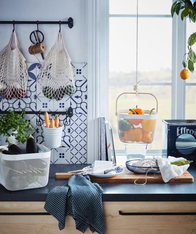 透明系收納讓食材變身為廚房最自然的裝飾品。圖/IKEA提供